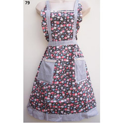 79 Roses Black White Dotted Apron