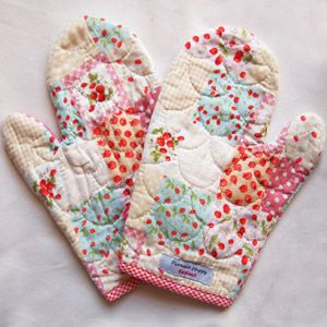 2 x Strawberry Cherry Quilted Oven Mitts